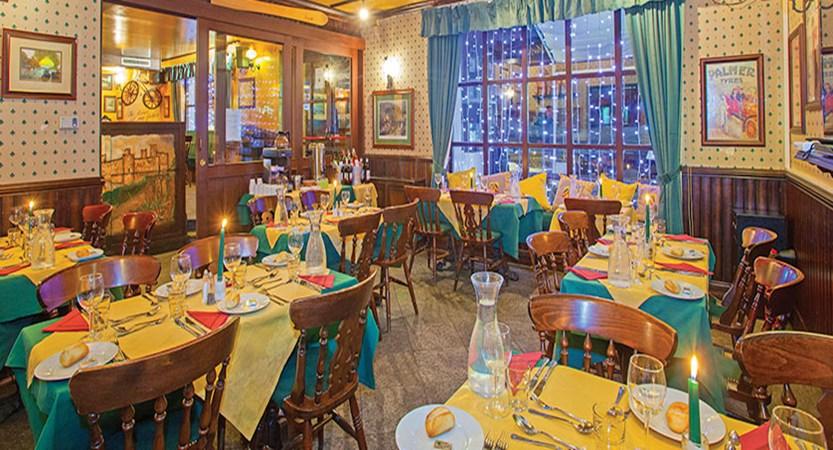 Italy_Cervinia_Chalet-Hotel-Dragon_dining-room.jpg