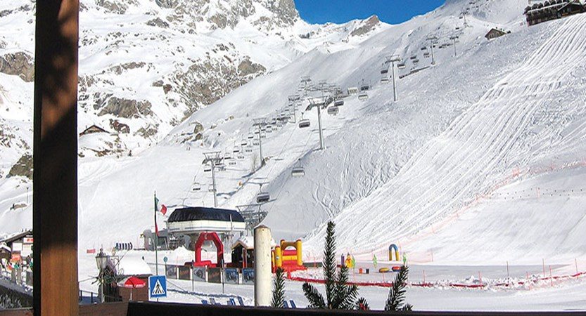 Italy_Cervinia_Chalet-Hotel-Dragon_view-from-balcony.jpg