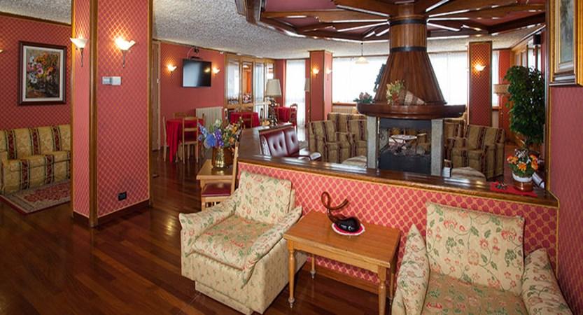 Italy_Cervinia_breuil_hotel_bar2.jpg