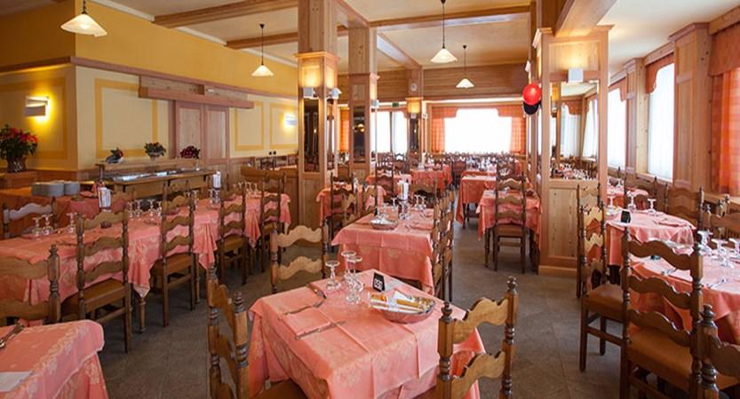 Italy_Cervinia_breuil_hotel_dining_room.jpg