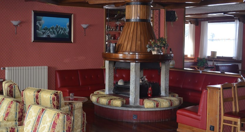 Italy_Cervinia_breuil_hotel_lounge.jpg