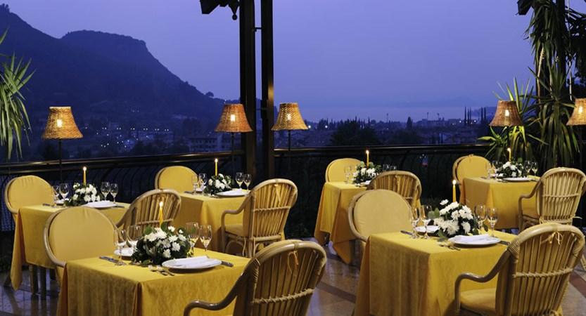 Poiano Hotel, Garda, Lake Garda, Italy - round restaurant.jpg