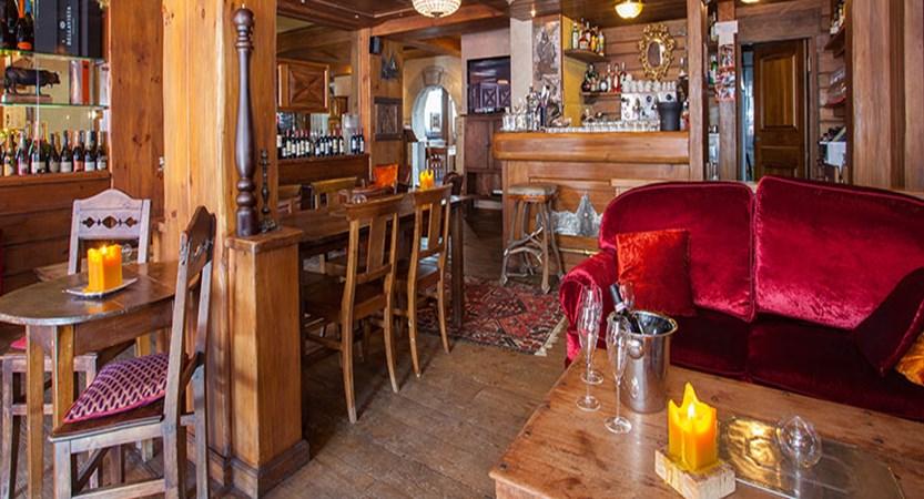 Italy_Cervinia_Hotel-Punta-Maquignaz_bar.jpg