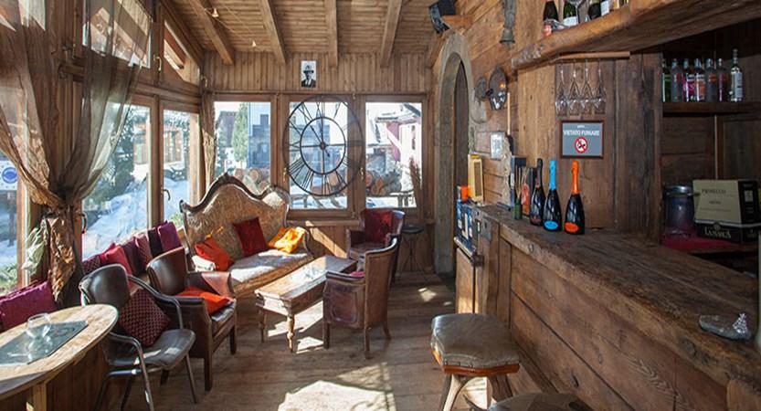 Italy_Cervinia_Hotel-Punta-Maquignaz_champagne-bar.jpg