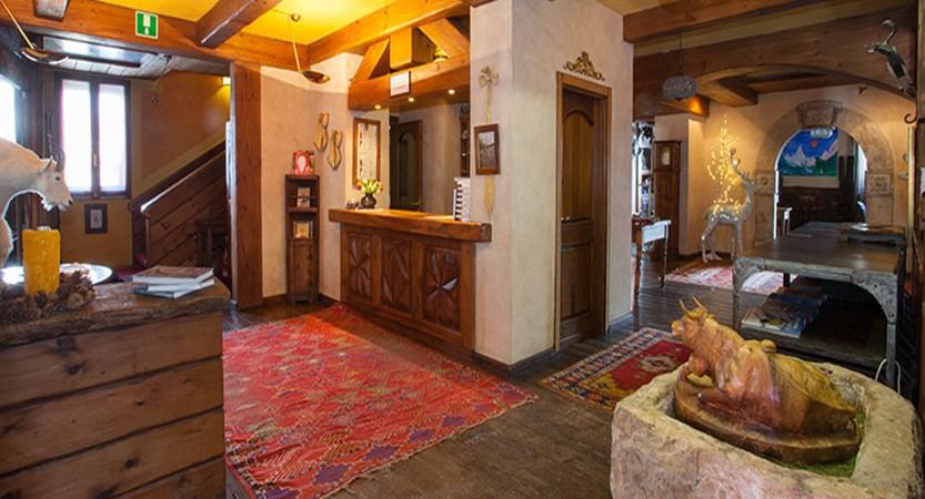 Italy_Cervinia_Hotel-Punta-Maquignaz_reception.jpg