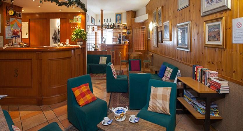 Italy_Cervinia_Hotel-Serenella_bar.jpg