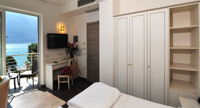 Hotel Sogno del Benaco, Limone, Lake Garda, Italy - Bedroom with balcony.jpg