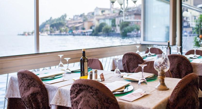 Hotel Le Palme, Limone, Lake Garda, Italy - le Palme restaurant interior.jpg