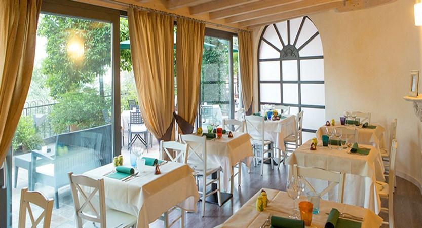 Villa La Gardenia & Oleandra, Limone, Lake Garda, Italy - dining room.jpg