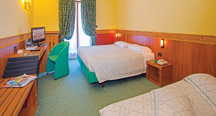 Italy_champoluc_chalet-hotel-du-champoluc_bedroom.jpg
