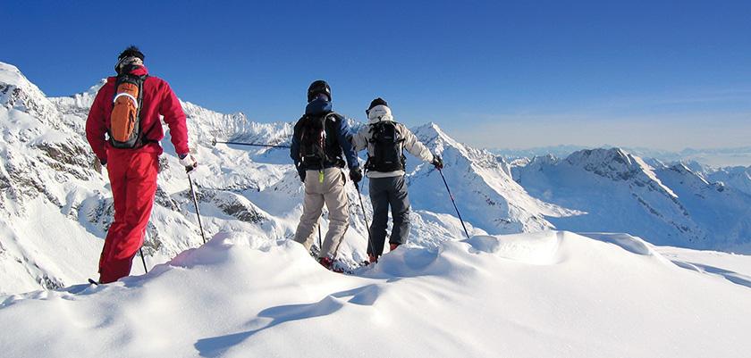 Italy_champoluc_skiers.jpg