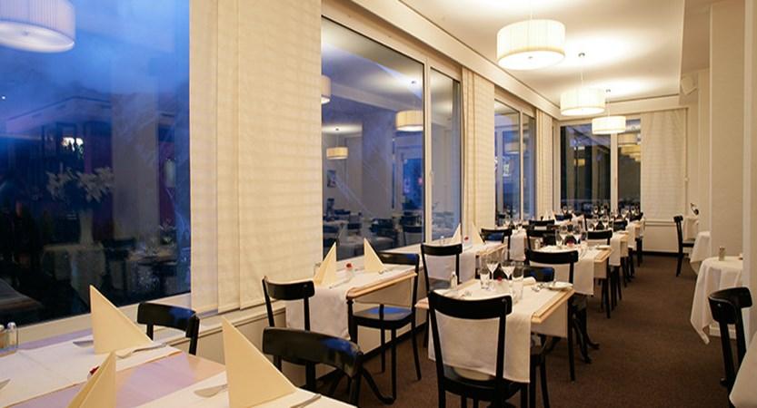 Switzerland_Graubünden-Ski-Region_Arosa-Lenzerheide_Hotel_Sorrel_dining_room.jpg