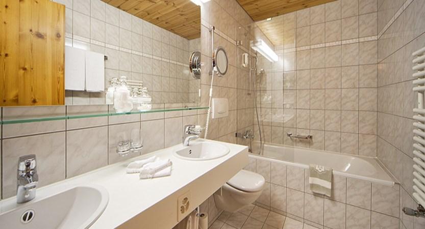 Switzerland_Graubünden-Ski-Region_Arosa-Lenzerheide_Hotel_Waldhotel_bathroom.jpg
