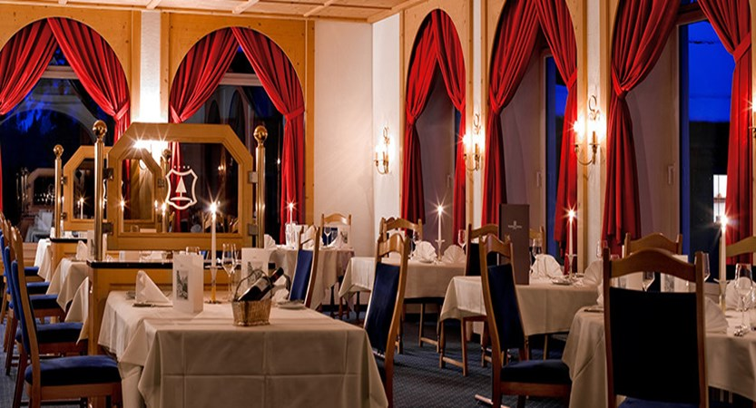 Switzerland_Graubünden-Ski-Region_Arosa-Lenzerheide_Hotel_Waldhotel_dining.jpg
