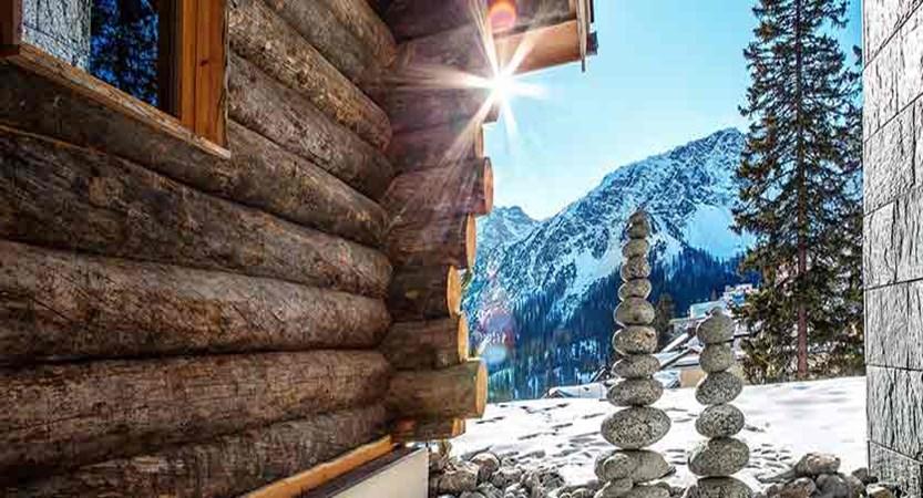 Switzerland_Graubünden-Ski-Region_Arosa-Lenzerheide_Hotel_Waldhotel_stones.jpg