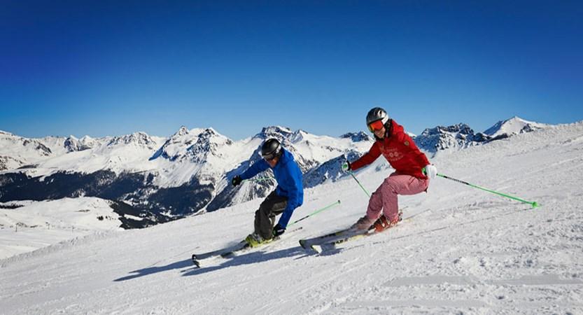Switzerland_Graubünden-Ski-Region_Arosa-Lenzerheide_Skiing-action.jpg
