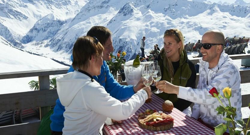 Switzerland_Graubünden-Ski-Region_Davos_Jakobshorn-Bergrestaurant-après-ski.jpg