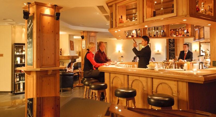 Switzerland_Klosters_Hotel-Silvretta-Park_Bar.jpg