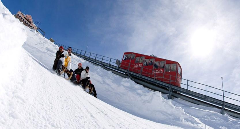Switzerland_Graubünden-Ski-Region_St-Moritz_Family-tobogganing.jpg