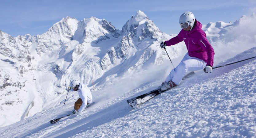 Switzerland_Graubünden-Ski-Region_St-Moritz_Off-piste-couple-skiing.jpg
