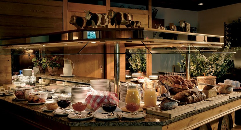 Switzerland_Wengen_Hotel-Alpenrose_Breakfast-buffet.jpg