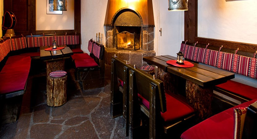 switzerland_wengen_hotel_siberhorn_bar3.jpg