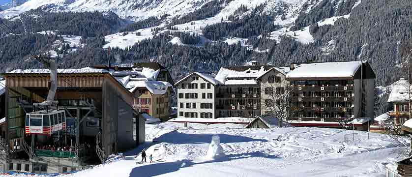Switzerland_Wengen_Hotel-sunstar-alpine_Exterior-winter.jpg