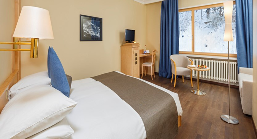 Switzerland_Wengen_Hotel-Beausite-Park-Jungfrau-Spa_twin-bedroom.jpg