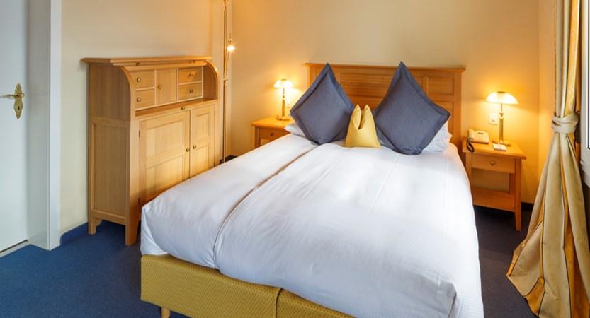 Switzerland_Wengen_Hotel-Beausite-Park-Jungfrau-Spa_twin-bedroom5.jpg