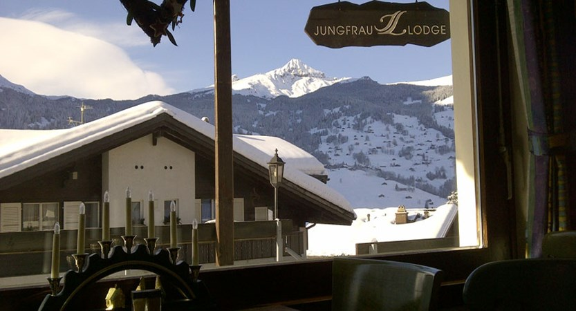Switzerland_Grindelwald_Hotel-Jungfrau-lodge_Bar-view.jpg