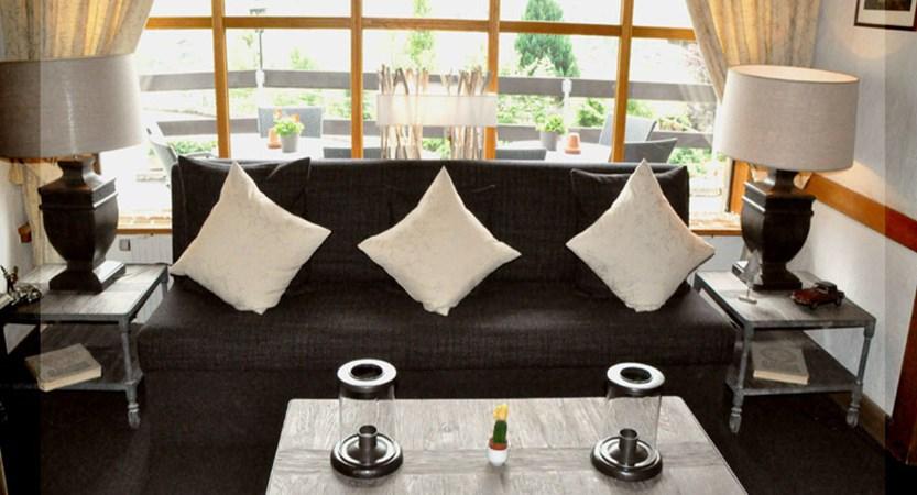 Switzerland_Grindelwald_Hotel-Jungfrau-lodge_Lounge-area.jpg