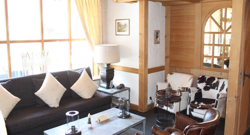 Switzerland_Grindelwald_Hotel-Jungfrau-lodge_Lounge-area2.jpg