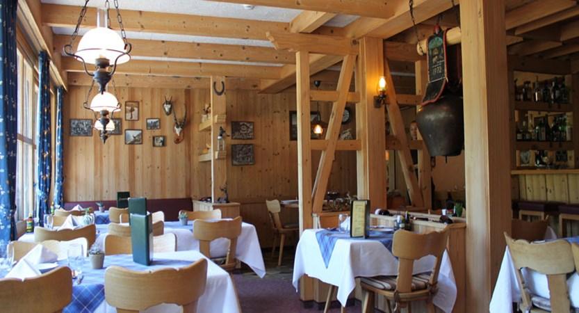 Switzerland_Grindelwald_Hotel-Jungfrau-lodge_Restaurant.jpg