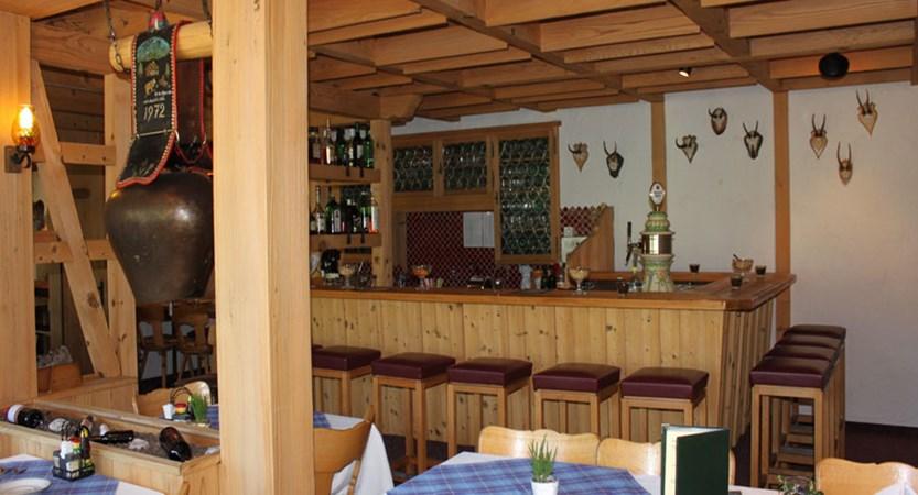 Switzerland_Grindelwald_Hotel-Jungfrau-lodge_Restaurant-bar.jpg