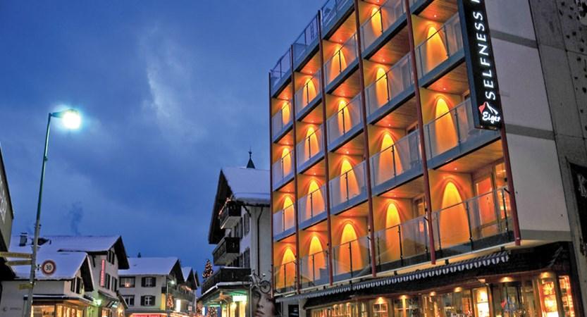 Switzerland_Grindelwald_Hotel-Eiger_Exterior-night.jpg