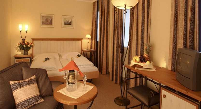 Switzerland_Grindelwald_Hotel-Spinne_Superior-bedroom.jpg