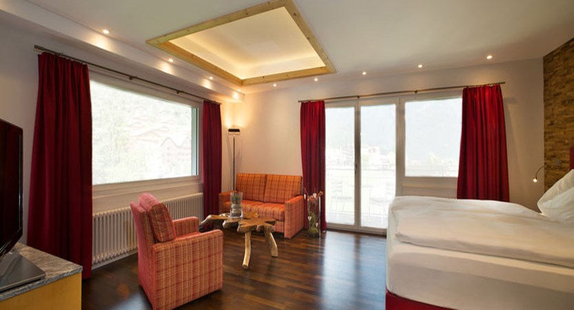 switzerland_jungfrau-ski-region_grindelwald_hotel-belvedere_deluxe-bedroom.jpg