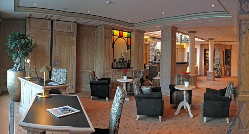 Switzerland_Grindelwald_Romantik-hotel-Schweizerhof_Reception-lobby2.jpg