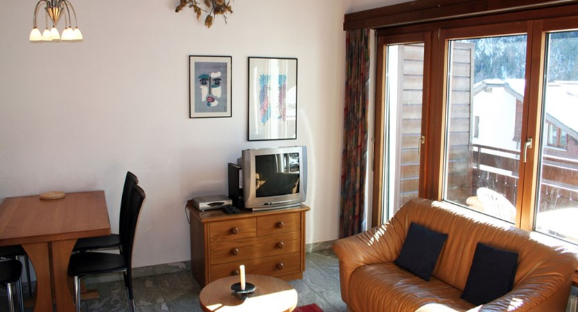 Switzerland_Saas-Fee_Allalin_Apartments_typical_room.jpg