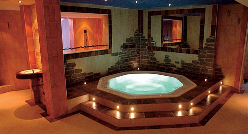 Switzerland_Saas-Fee_Hotel_Europa_jacuzzi.jpg