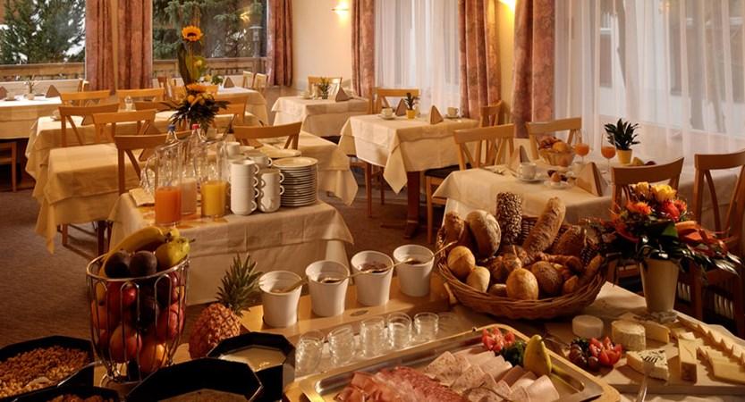 Switzerland_Saas-Fee_Hotel-Park_Breakfast-buffet.jpg