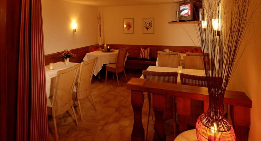 Switzerland_Saas-Fee_Hotel-Park_TV-lounge-area.jpg