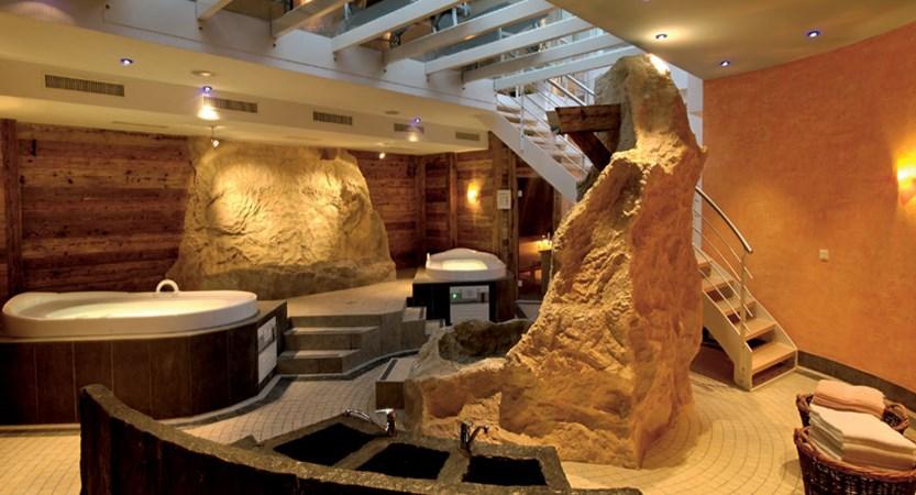Switzerland_Saas-Fee_Hotel_Sasserhof_spa.jpg