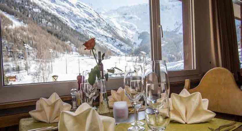 Switzerland_Saas-Fee_Hotel-Bristol_restaurant.jpg