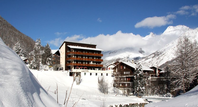 Switzerland_Saas-Fee_Hotel-Bristol_view-of-exterior.jpg