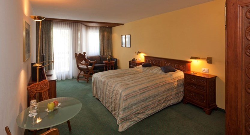 Switzerland_Saas-Fee_Hotel-Allalin_Double-bedroom.jpg