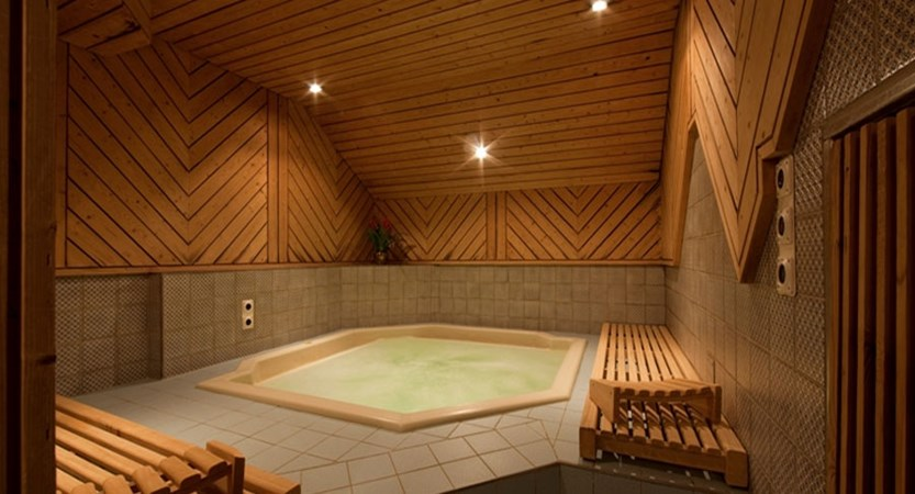 Switzerland_Saas-Fee_Hotel-Allalin_Jacuzzi.jpg