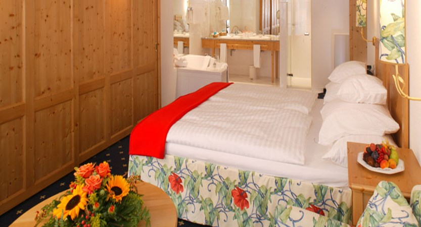 Switzerland_Saas-Fee_Walliserhof Grand Hotel & Spa_Double-bedroom.jpg