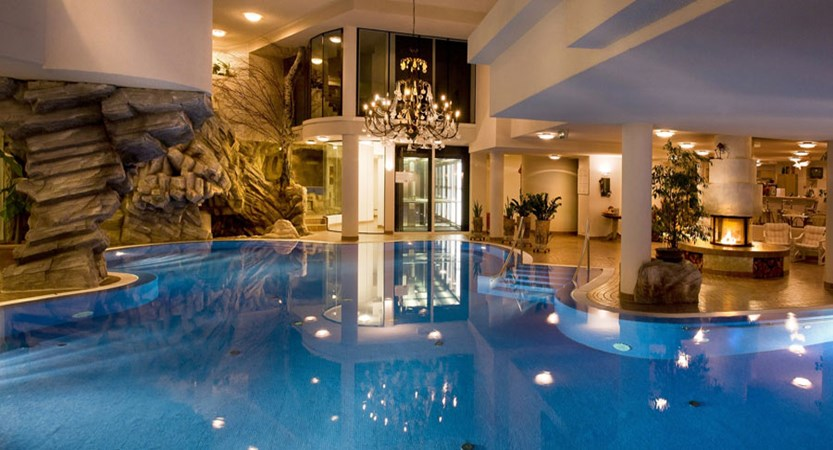 Switzerland_Saas-Fee_Walliserhof Grand Hotel & Spa_Indoor-pool.jpg