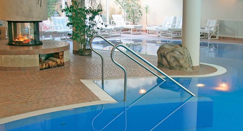 Switzerland_Saas-Fee_Walliserhof Grand Hotel & Spa_Indoor-pool3.jpg